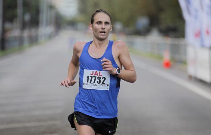 Hamish Carson finishes the  2016 Honolulu Marathon
